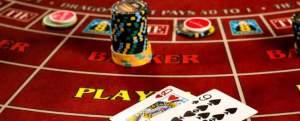 table de baccarat jetons cartes